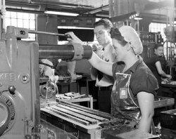 Women_milling.jpg