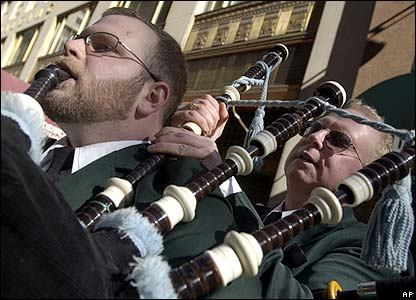 _41454828_ap_pipers416.jpg