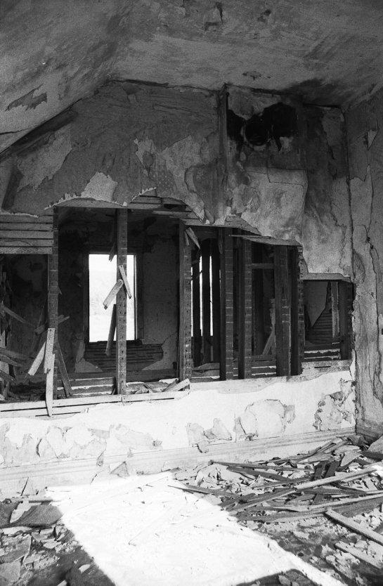 abandoned_house_upstairs_2.jpg