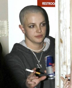 britney-spears-shaves-her-head-01.jpg